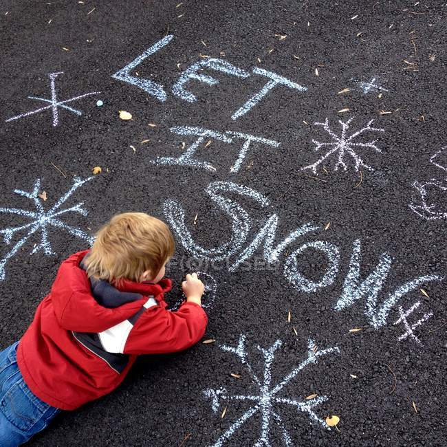 Boy drawing with chalk — Stock Photo