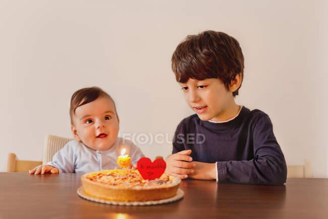 Siblings celebrating birthday — Stock Photo