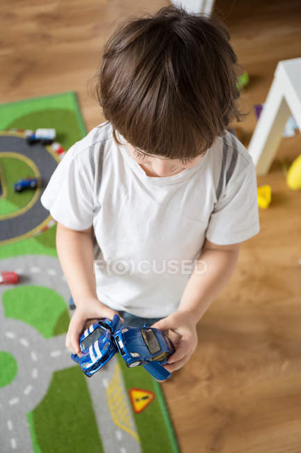 Boy playing with cars — Stock Photo