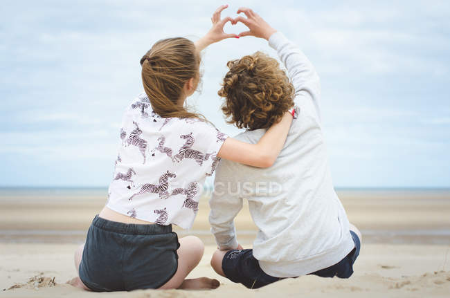 Children making heart shape — Stock Photo
