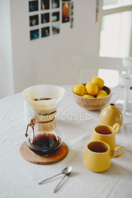 Kaffeekanne, Tassen — Stockfoto