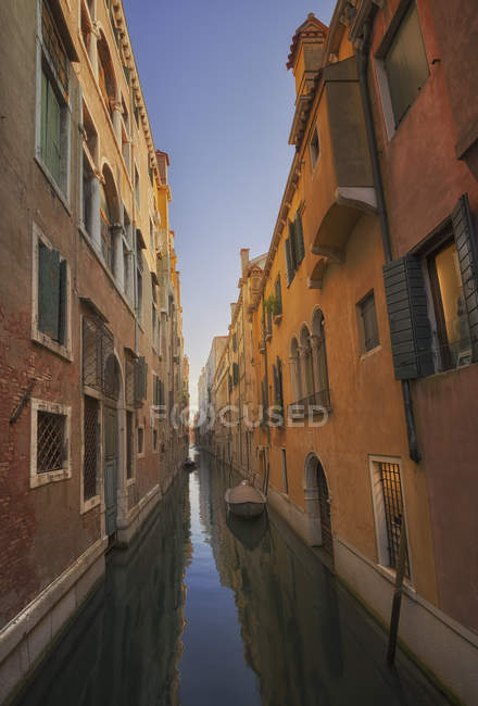 Canal lined with buildings — Stock Photo