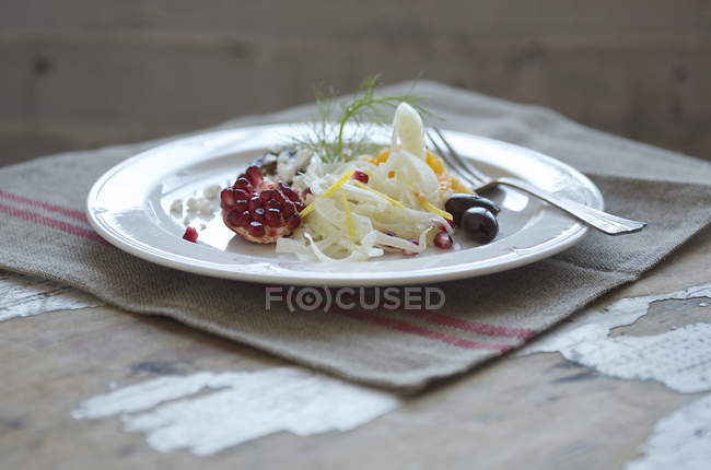 Fenchel-Salat mit rustikale Tischdekoration — Stockfoto