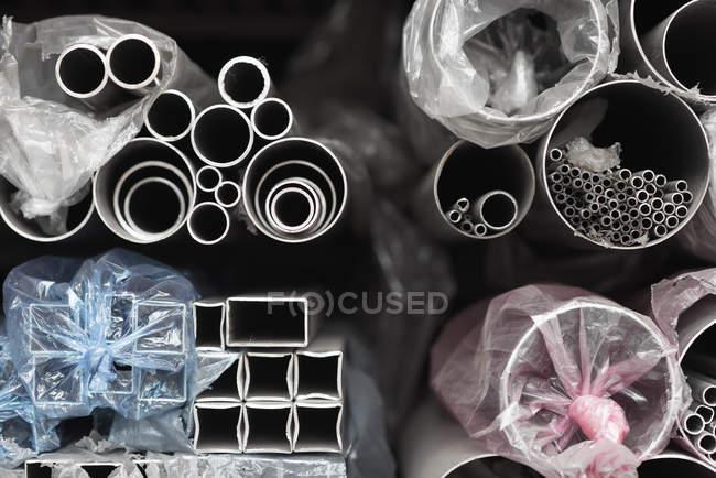 Patrón de pilas de tubos de acero - foto de stock