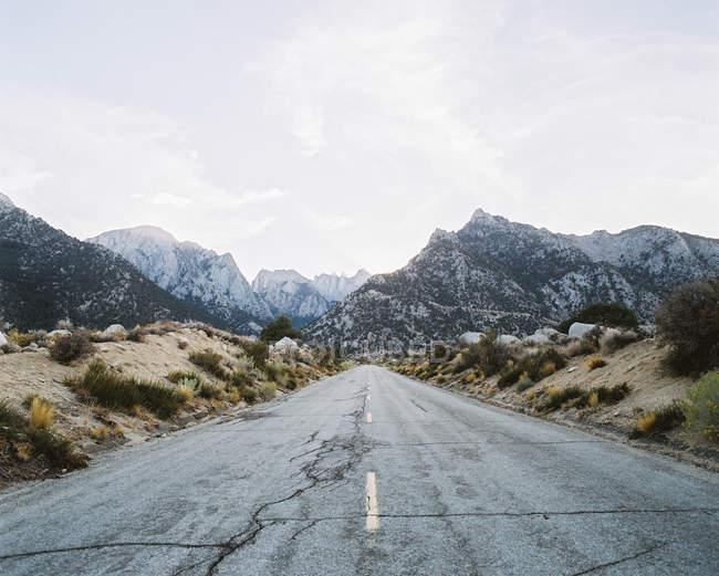Road through mount Whitney — Stock Photo