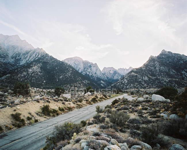 Дорога через гори Вітні — стокове фото