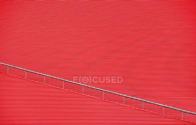 Patrón de la pared del arco circular rojo - foto de stock