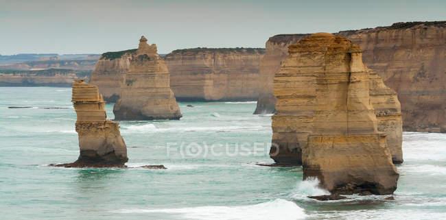 Дванадцять апостолів на березі порт Кемпбелл — стокове фото