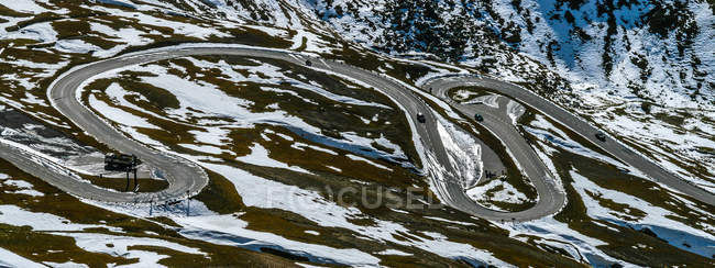 Звивистій дорозі через Альпи — стокове фото