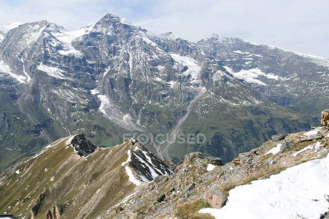 Snowcapped mountains in Alps — Stock Photo