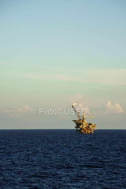 Plateforme de traitement du pétrole — Photo de stock