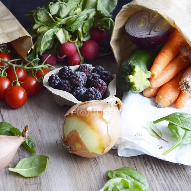 Весенние овощи и фрукты — стоковое фото