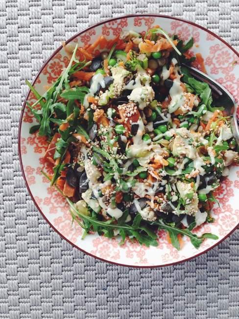 Salat mit gebratenem Gemüse — Stockfoto