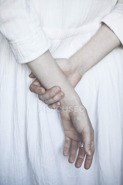 Woman holding hands behind back — Stock Photo