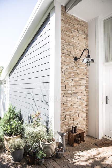 Entrada principal a la casa doméstica - foto de stock