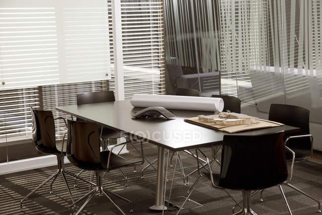 Ufficio Di Un Architetto : Sala riunioni in un ufficio architetto u2014 foto stock #138219382