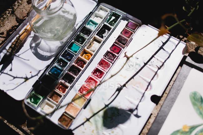 Акварели в солнечном свете, возвышенный вид — стоковое фото