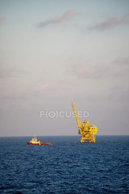 Oil and natural gas platform — Stock Photo
