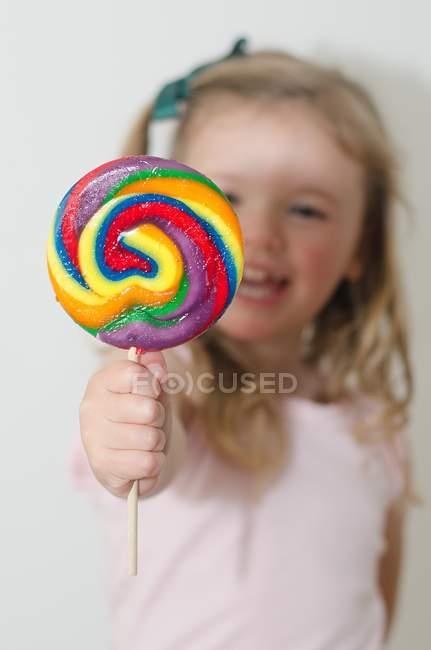 Lollipop multicolor de chica cartera - foto de stock