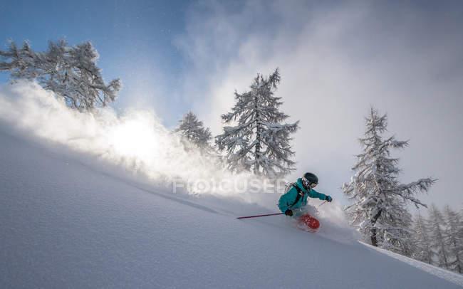 Pó de homem esqui — Fotografia de Stock
