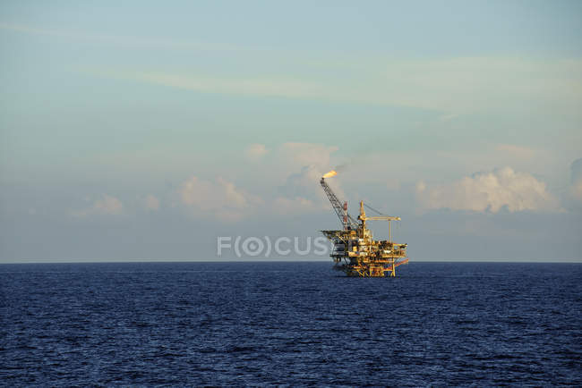 Plateforme pétrolière offshore — Photo de stock
