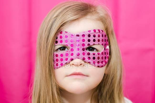 Mädchen mit Superheldenmaske — Stockfoto