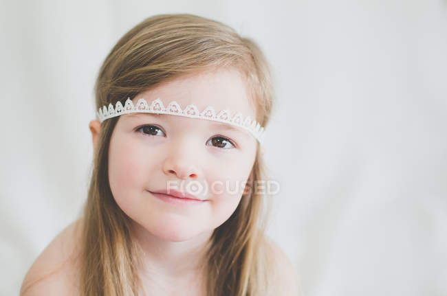 Girl wearing lace headband — Stock Photo