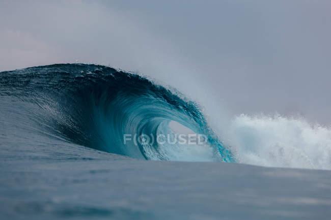 Готель Blue Wave порушення — стокове фото