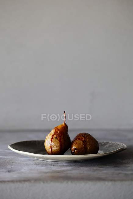 Pere caramellate al forno su piastra — Foto stock