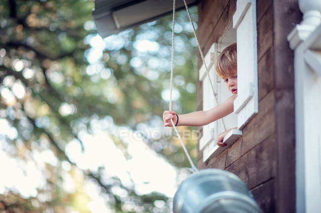 Toddler pulling bucket up — Stock Photo