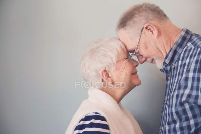 Senior couple touching foreheads — Stock Photo