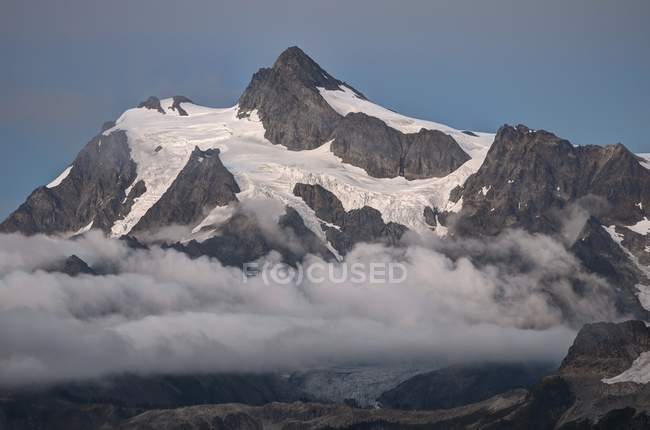 Mount Shuksan above the clouds — Stock Photo