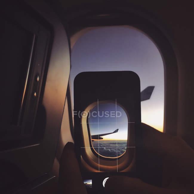 Photo prise personne sur avion — Photo de stock
