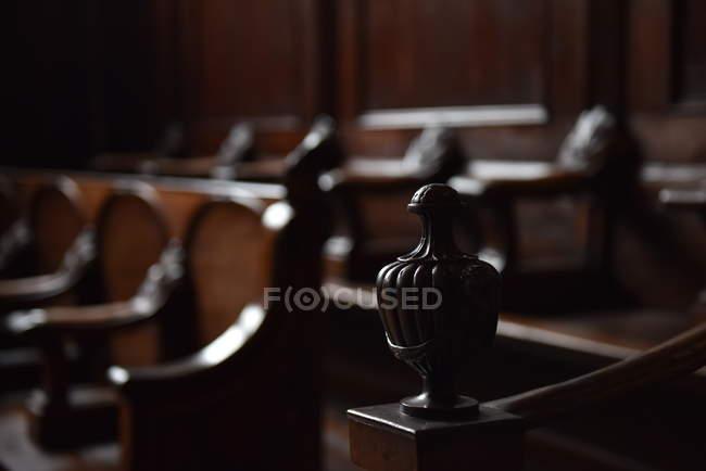 Detalhes de lugares na sala de audiências — Fotografia de Stock