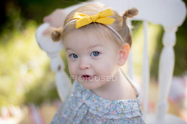 Little girl looking at camera — Stock Photo