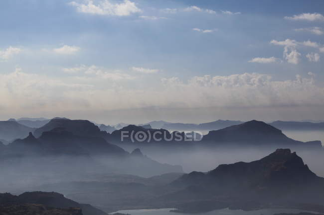 Foggy mountain landscape at sunrise — Stock Photo