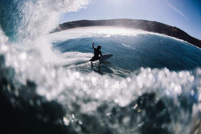 Man surfing barrel wave — Stock Photo