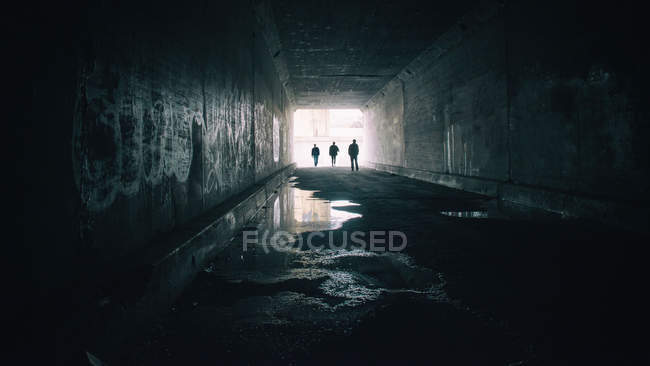 Silhouettes of three people in Sixth Street Tunnel — Stock Photo