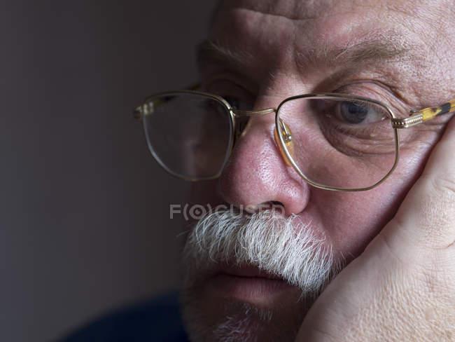Bärtiger Mann traurig — Stockfoto