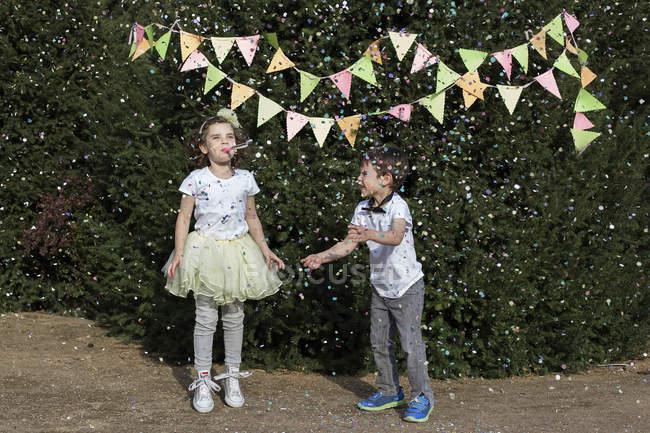 Boy and girl celebrating birthday — Stock Photo