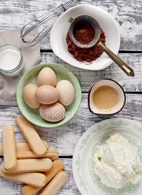 Ingredientes para el postre de tiramisú - foto de stock