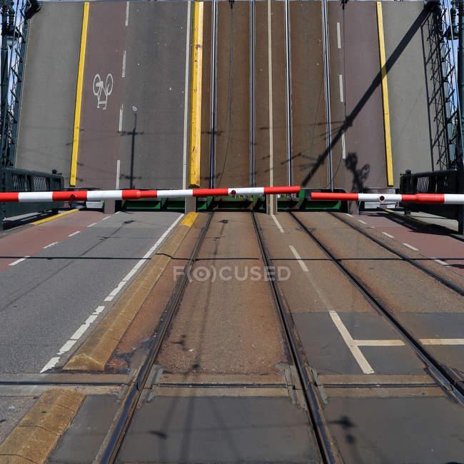 Puente de apertura durante el día - foto de stock
