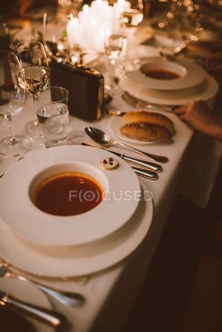 Gedeck mit Suppe — Stockfoto