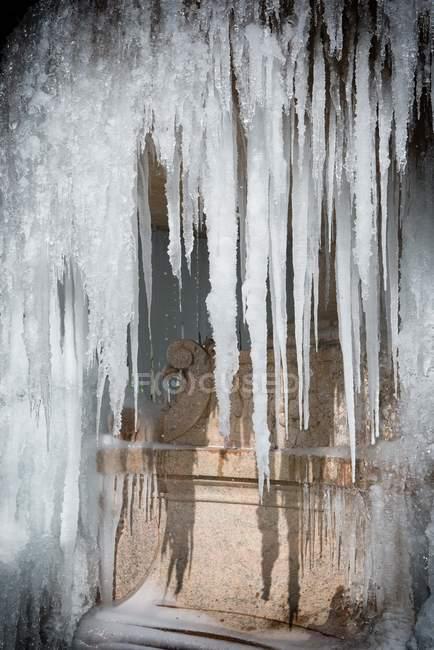 Gefrorene Wasserfontäne — Stockfoto