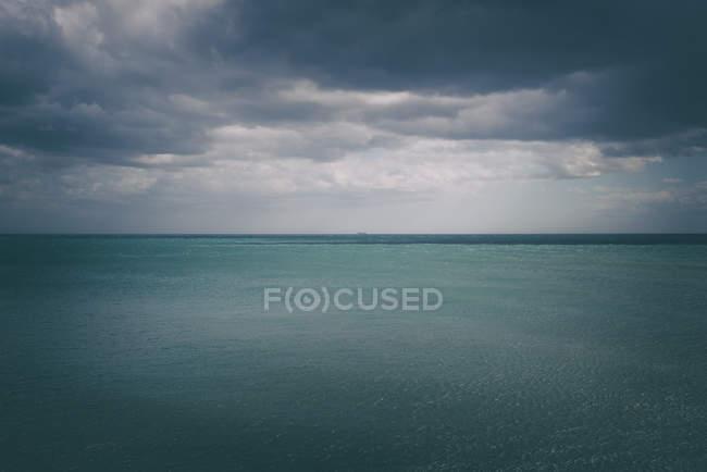 Blick auf ruhige Meereslandschaft — Stockfoto