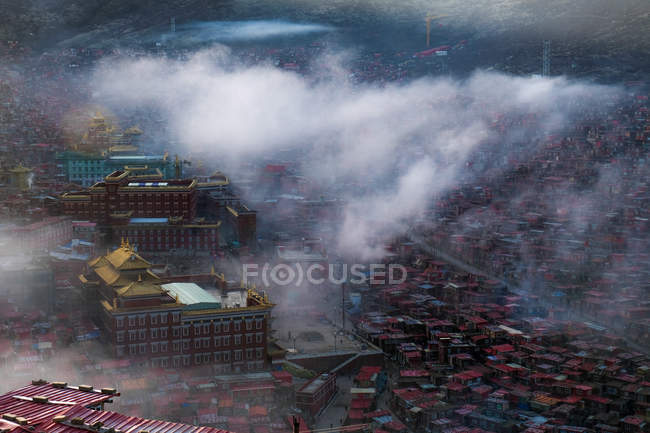 Міський пейзаж з Larung гр буддійських академії — стокове фото