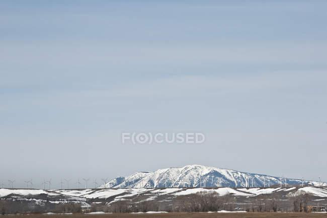 Windkraftanlagen auf Hügeln — Stockfoto