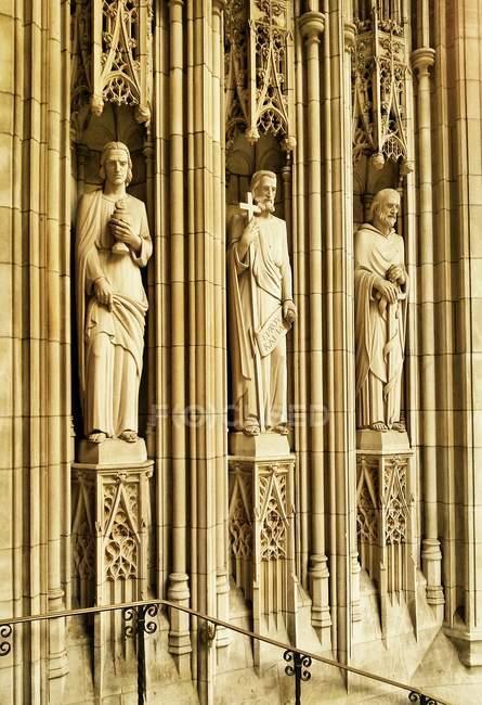 Skulpturen des berühmten St. Thomas Church, Fifth Avenue, New York City, Usa — Stockfoto