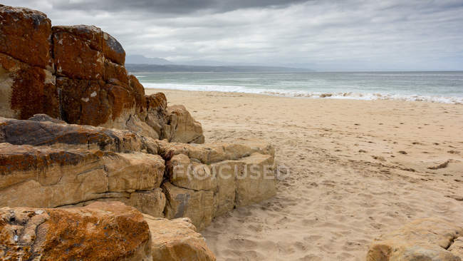 Vista panorâmica da praia vazia, Plettenberg Bay, Western Cape, África do Sul — Fotografia de Stock