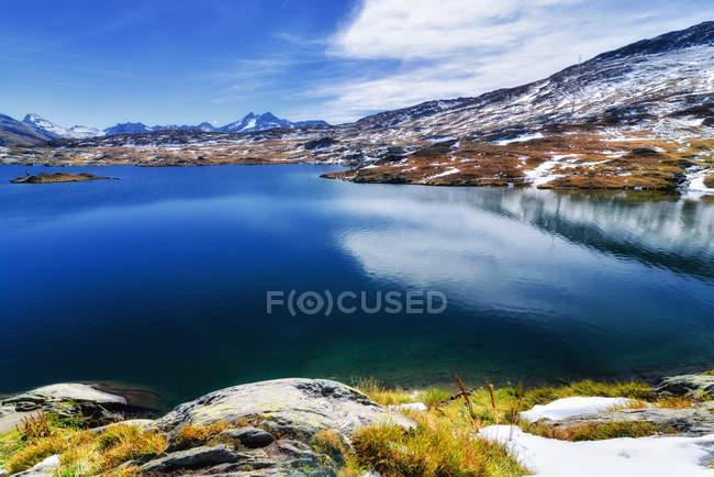 Bela vista panorâmica do Lago dos mortos (Totensee), Grimsel Pass, Suíça — Fotografia de Stock
